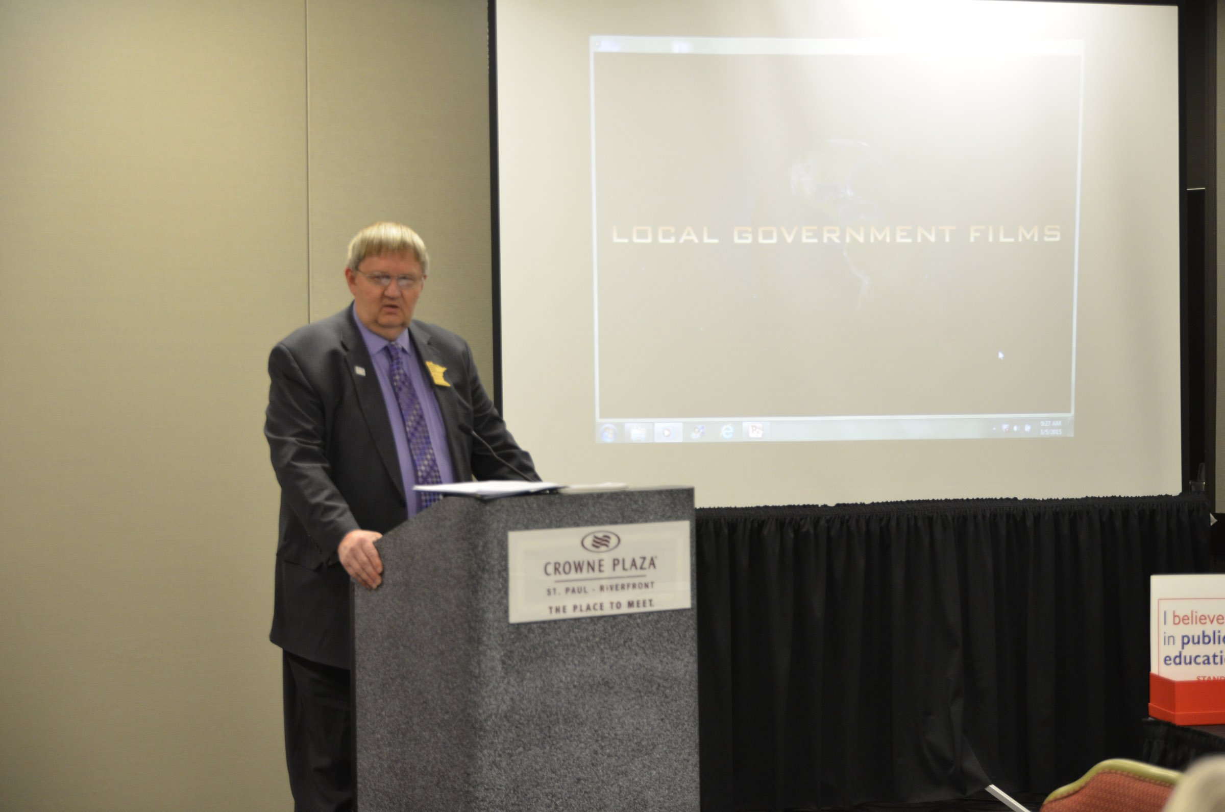 MSBA Past President Walter Hautala (Mesabi East) updates his school board colleagues on his recent trip to Washington, D.C., where he met with federal legislators to advocate for public education.